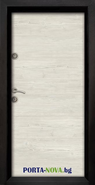 Блиндирана входна врата модел Ale Door 402 във Варна