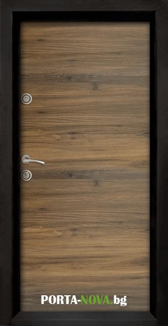 Блиндирана входна врата модел Ale Door 404 във Варна