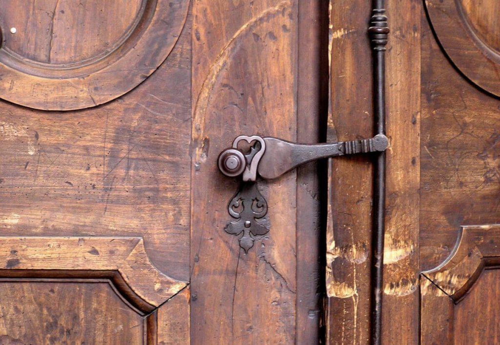 mnogo stara vrata